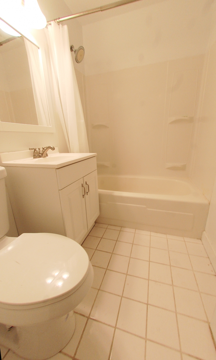 1615QStNW907-15-Bathroom